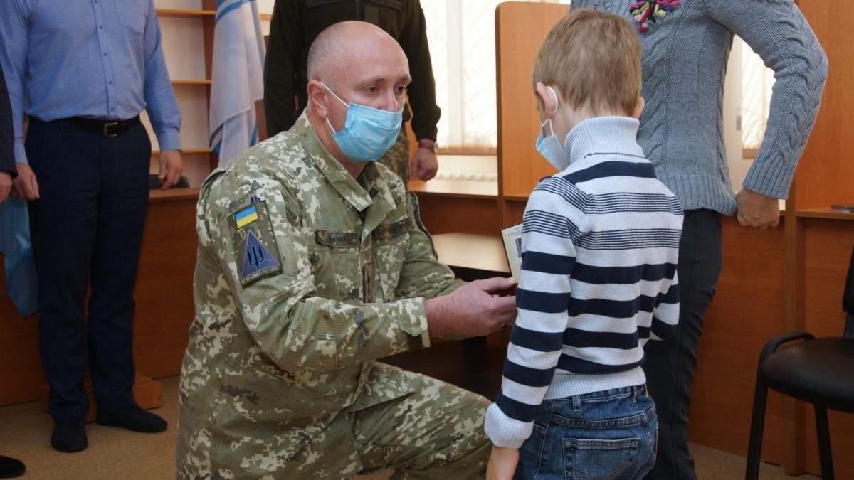 На Харківщині посмертно нагородили екіпаж літака Ан-26: фото