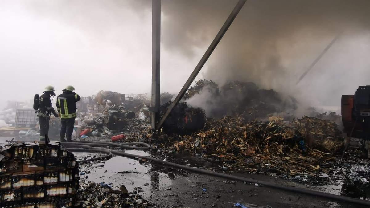 В Обухове вспыхнул пожар на предприятии по утилизации химикатов