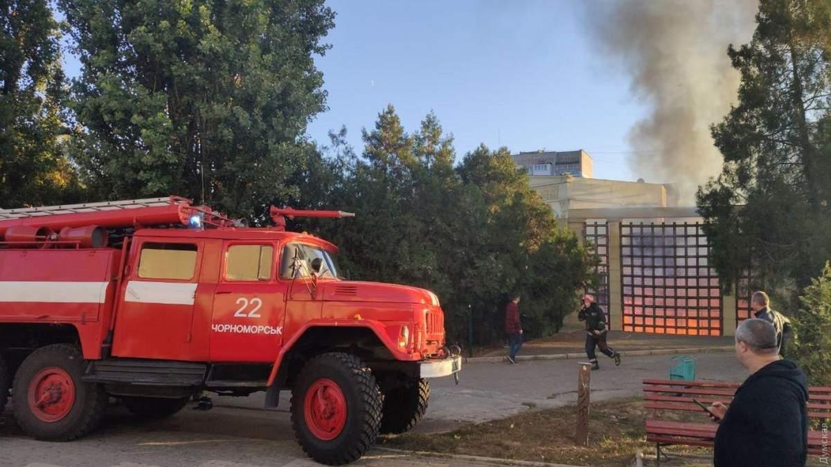 В Черноморске сгорела терраса популярного ресторана: видео