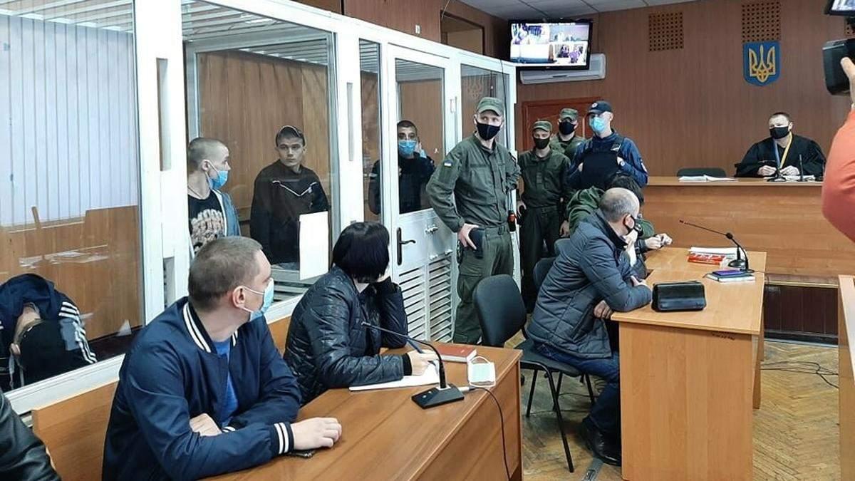 В Одессе во время суда семь заключенных порезали себе вены