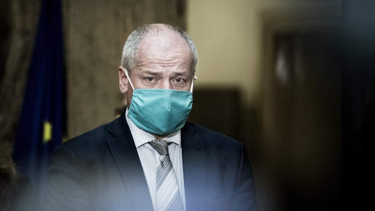 Премьер Чехии требует отставки главы Минздрава за нарушение карантина