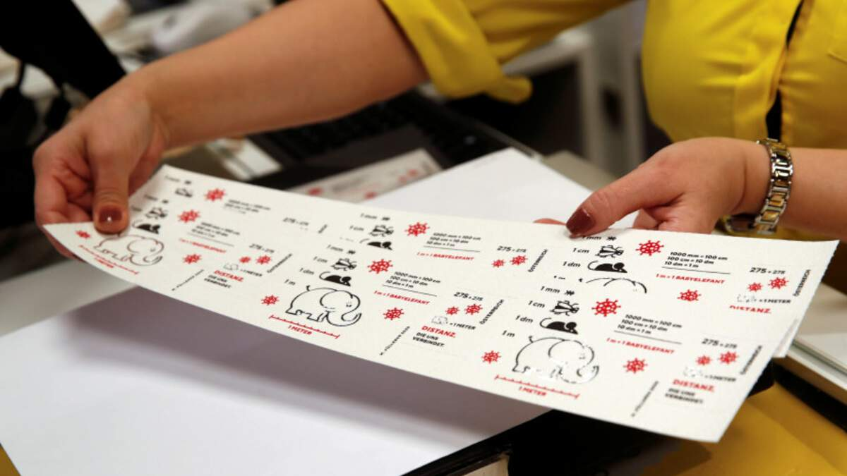 Коронавірусну поштову марку з туалетного паперу випустили в Австрії