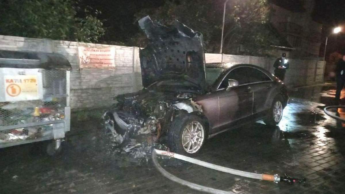 У Рівному кандидату до облради від Слуги народу підпалили машину