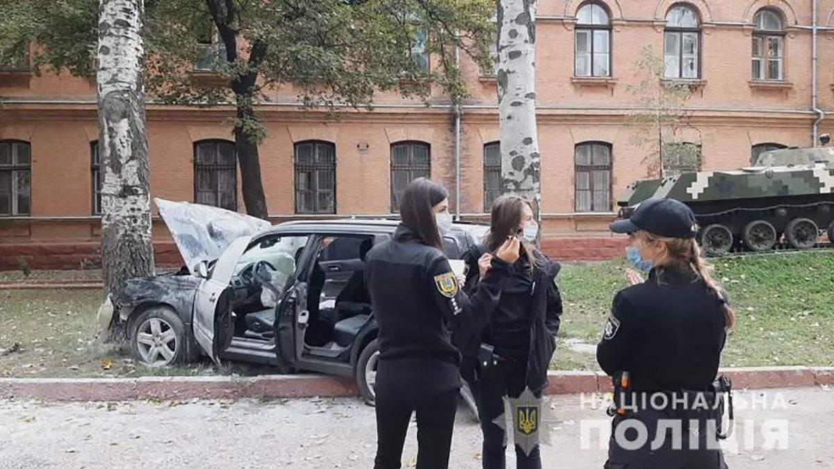 Водитель протаранил полицейский автомобиль