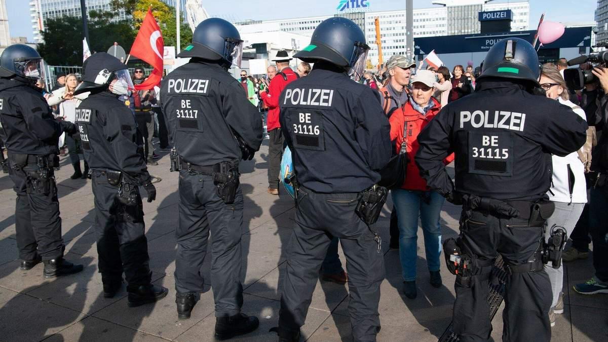 В Берлине протесты из-за карантина 25.10.2020 фото