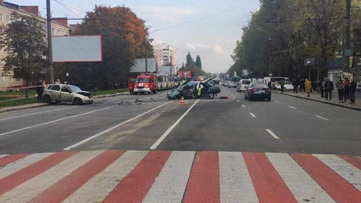В Хмельницком мужчина устроил тройную ДТП и скрылся