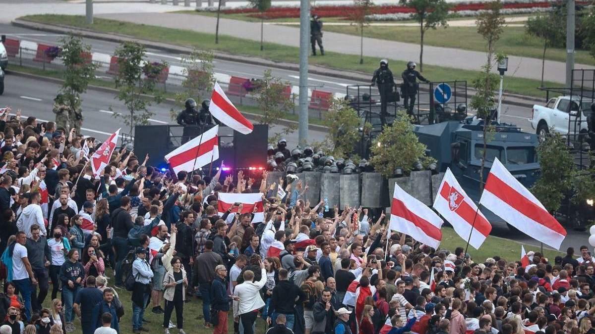Протесты в Беларуси - массовые избиения и издевательства ОМОНа - 24 Канал