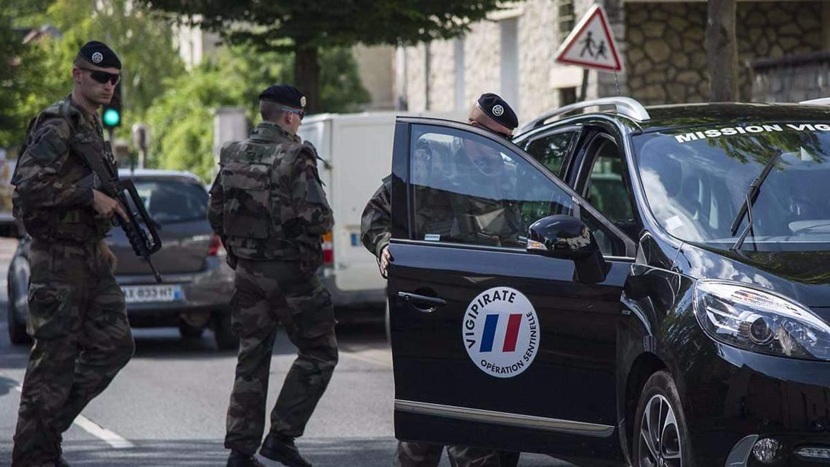 Во Франции объявили максимальный уровень террористической угрозы