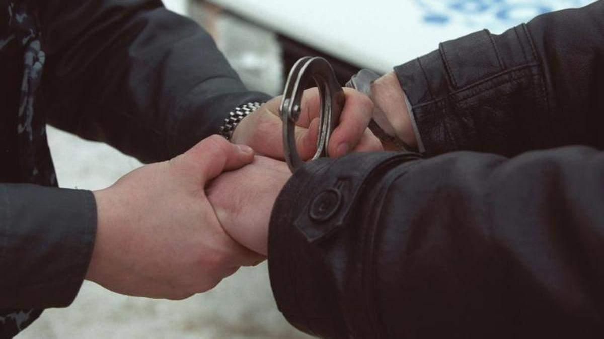 У Миколаєві чоловік із ножем пограбував школяра