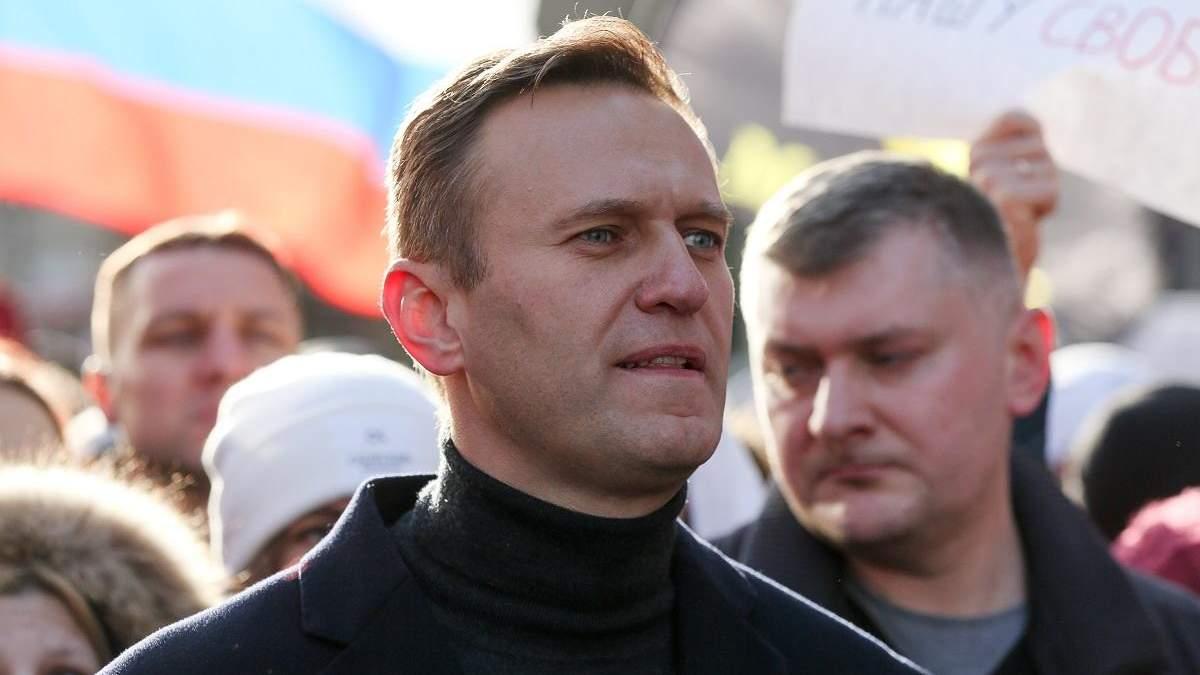 Навальный не исключает, что в России его попытаются отравить снова