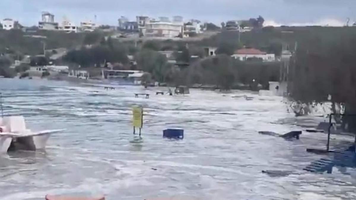 Кроме землетрясения, Турцию 30 октября 2020 накрыло и цунами: фото, видео