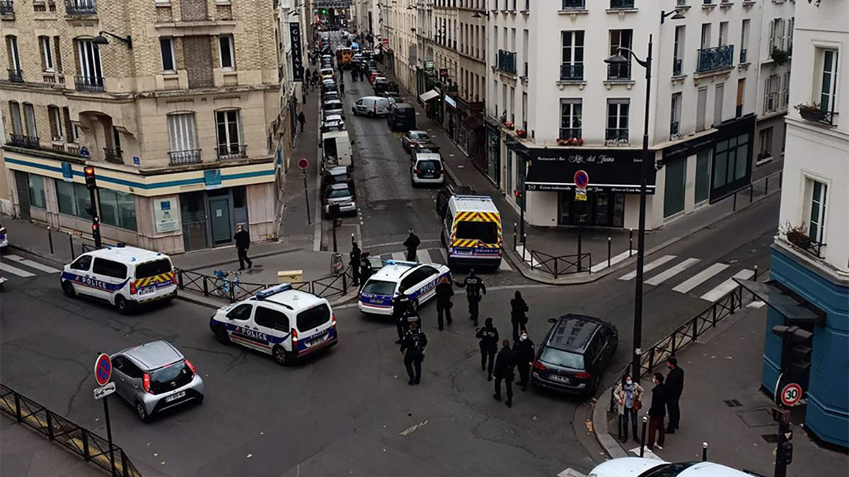 Полиция арестовала двух мужчин на улице Беатрикс Дюссан в Париже