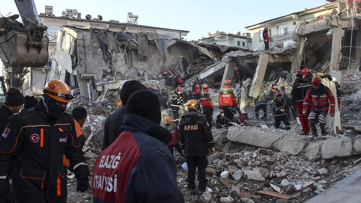 Божевілля, паніка та страх, – ексклюзивні коментарі очевидців про нищівний землетрус у Туреччині 30 жовтня 2020
