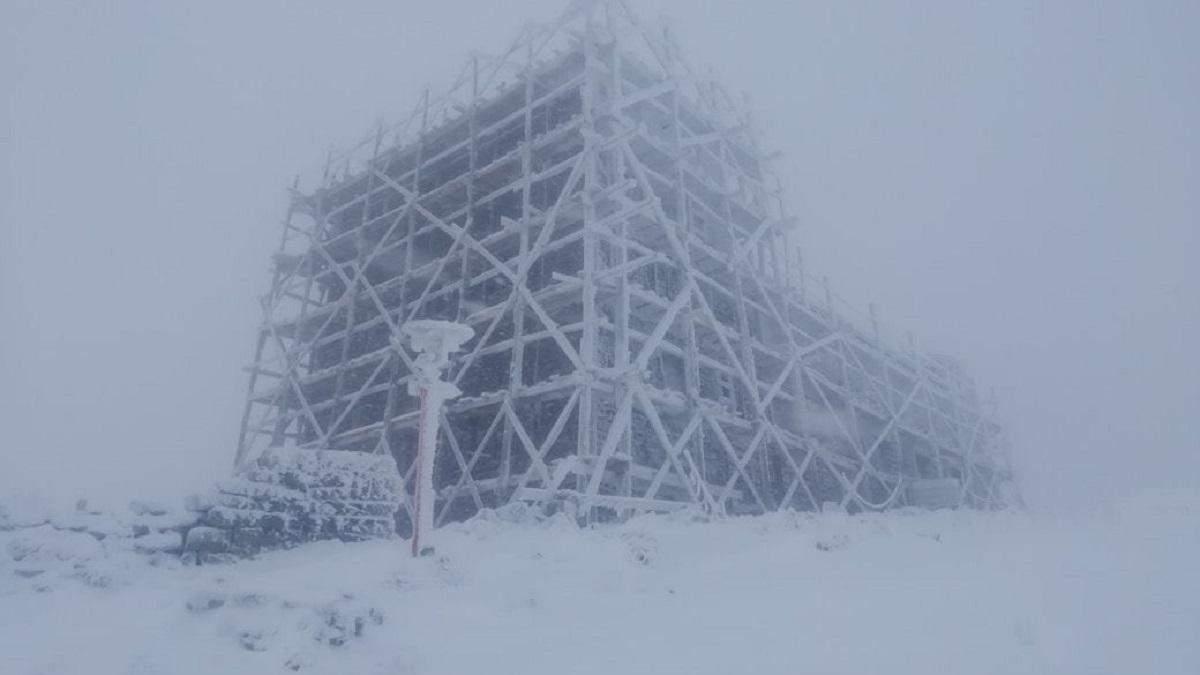 Карпаты засыпало снегом: сказочные фото