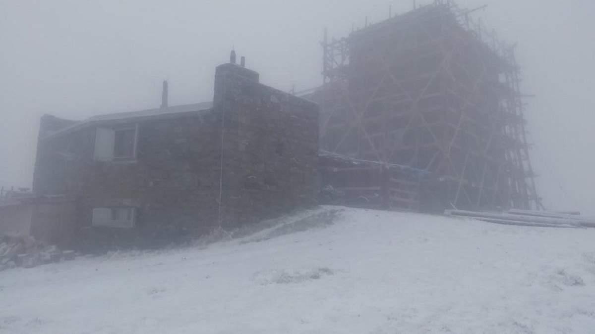 Снег в Карпатах 1 ноября 2020 - на горе Пип Иван: фото
