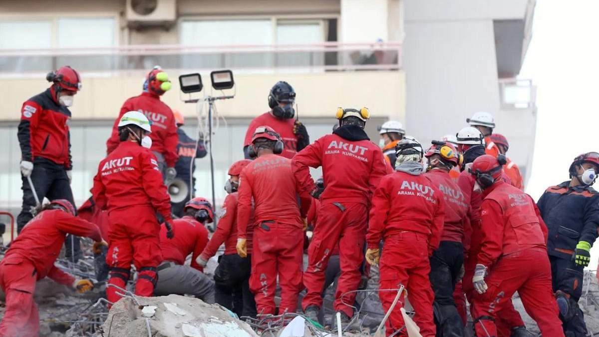 Землетрясение в Измире 30 октября 2020: спасли 70-летнего мужчину