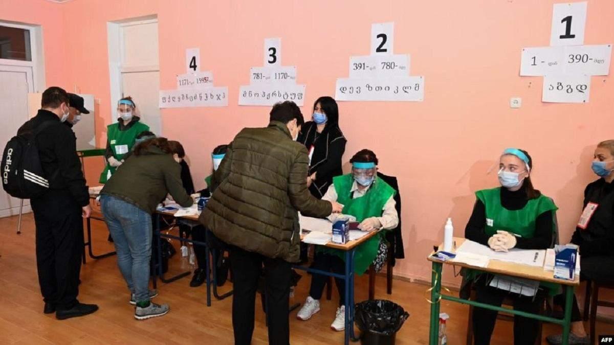 ВГрузии прошли парламентские выборы, Саакашвили готовит бунт