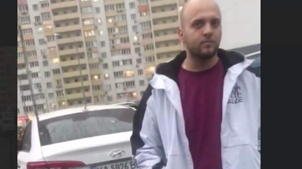 В Киеве водитель ударил женщину: у нее на руках була ребенок