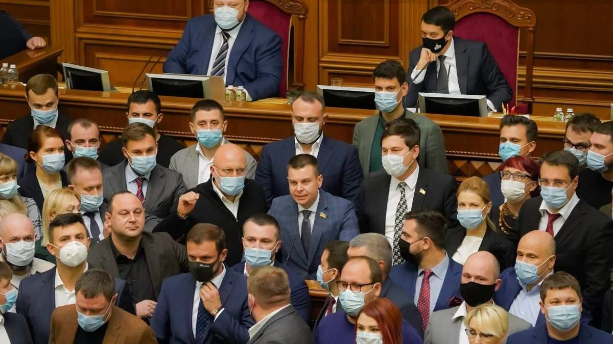 Нардепы призывают судей КСУ уйти в отставку: заявление