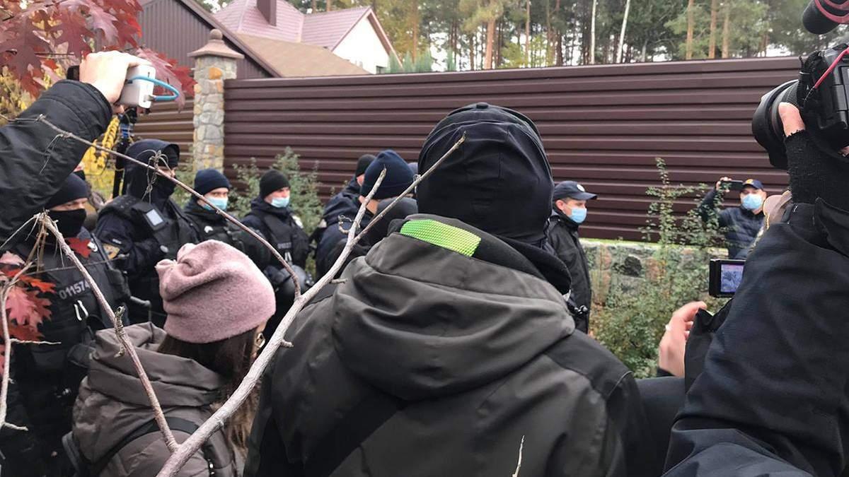 Под домом Тупицкого в Василькове 7 ноября 2020 устроили протест: между активистами и правоохранителями произошла потасовка