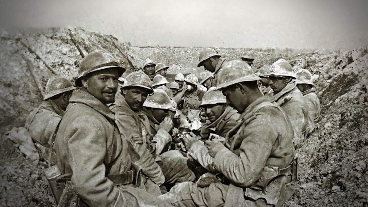 Військовослужбовці в шоломах