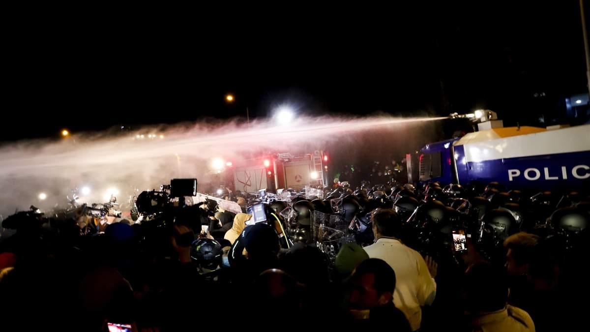 Во время столкновений в Грузии пострадали около 30 человек