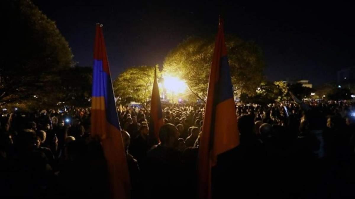Парламент Армении после захвата протестующими: видео