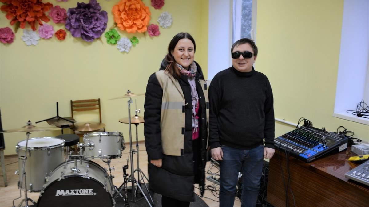 Музикант Едуард Смоляков із представницею DRC-DDG
