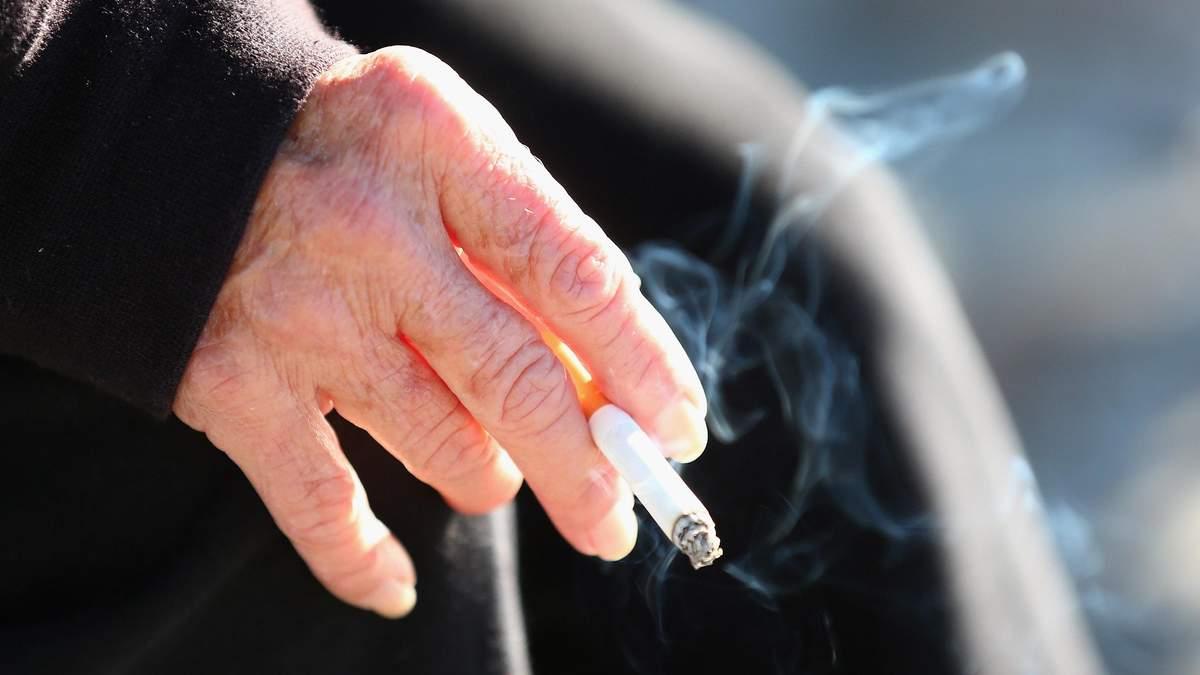 Через коронавірус у Туреччині заборонили курити на вулиці