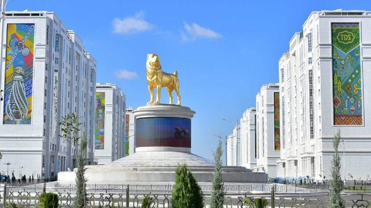 В Туркменистане открыли памятник алабаю: фото, видео