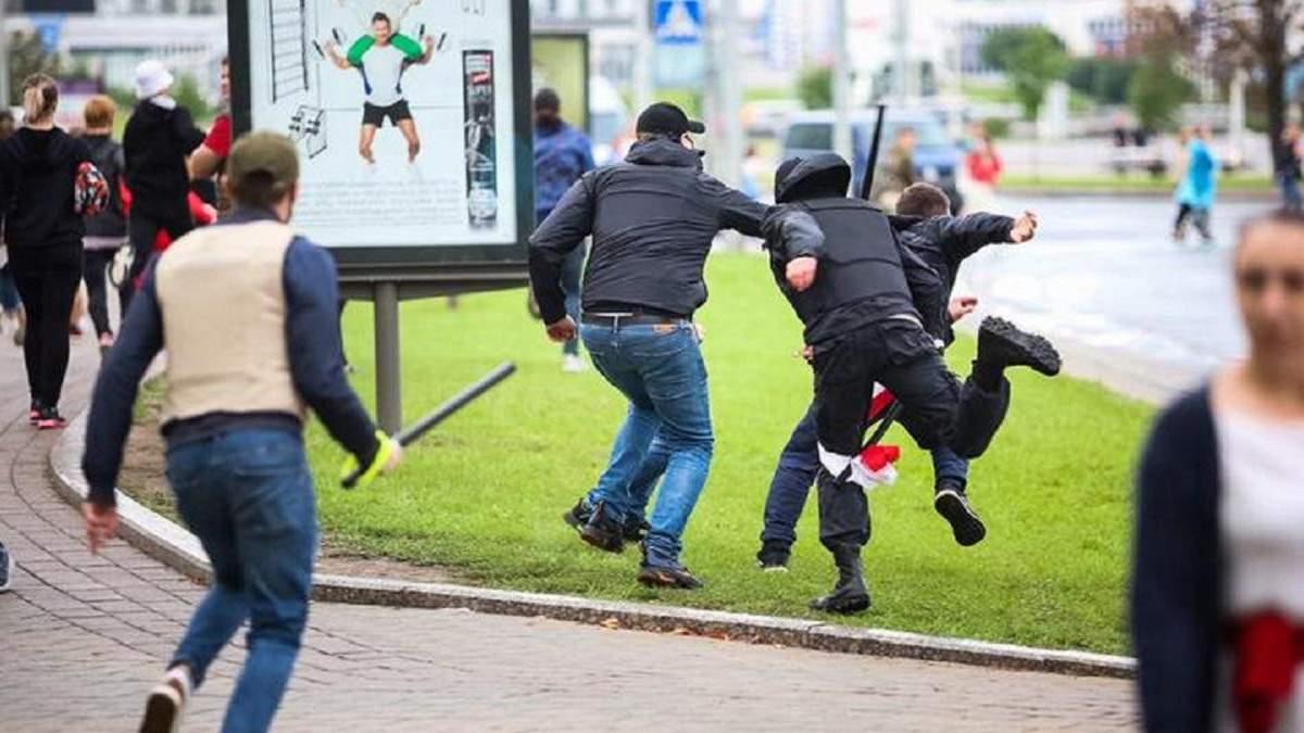 У Білорусі силовики знущалися з людей під час затримань