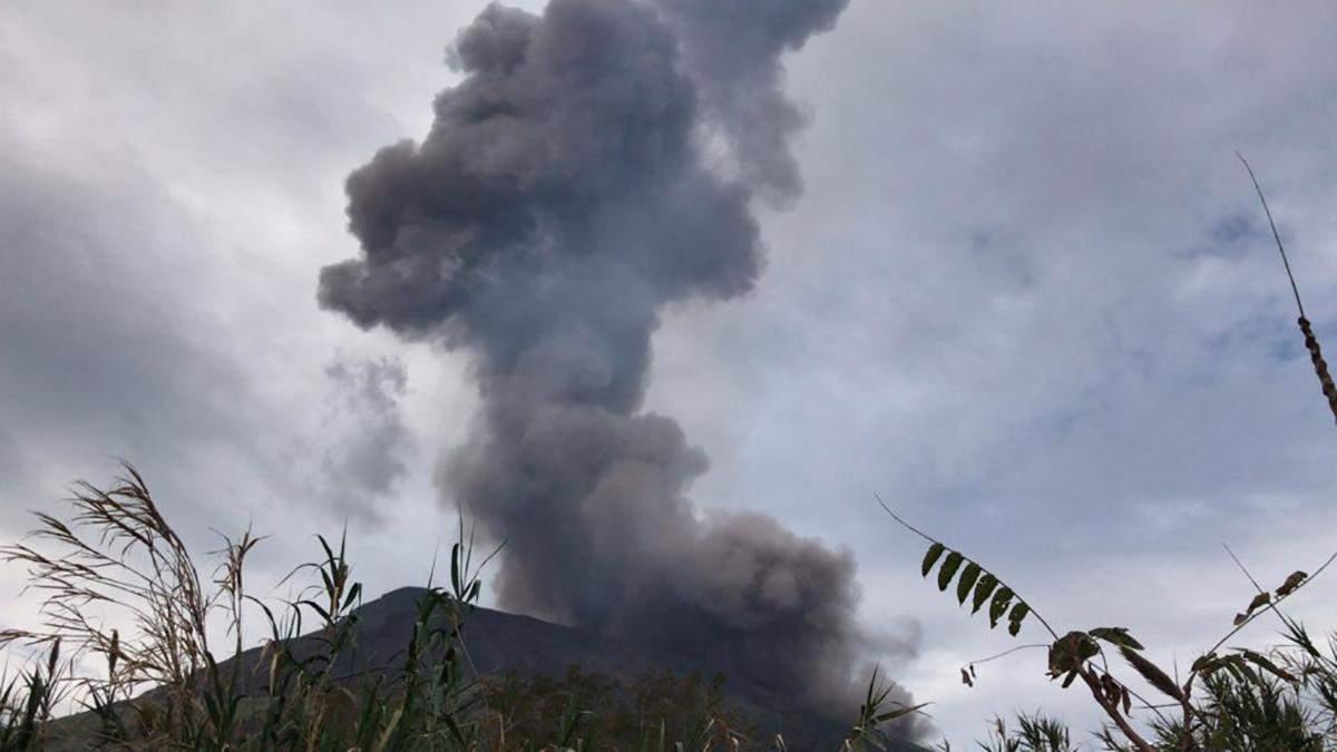 На острові Стромболі в Італії прокинувся вулкан: фото, відео