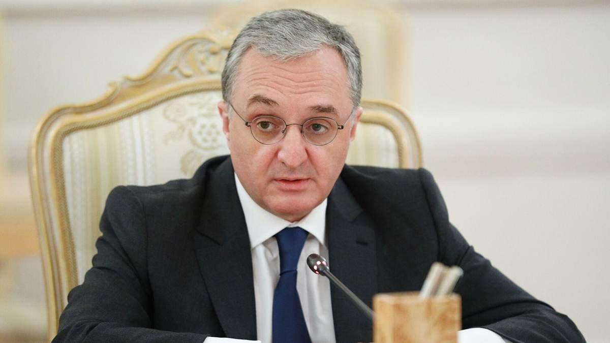 Глава МЗС Вірменії Мнацаканян подав у відставку на тлі протестів