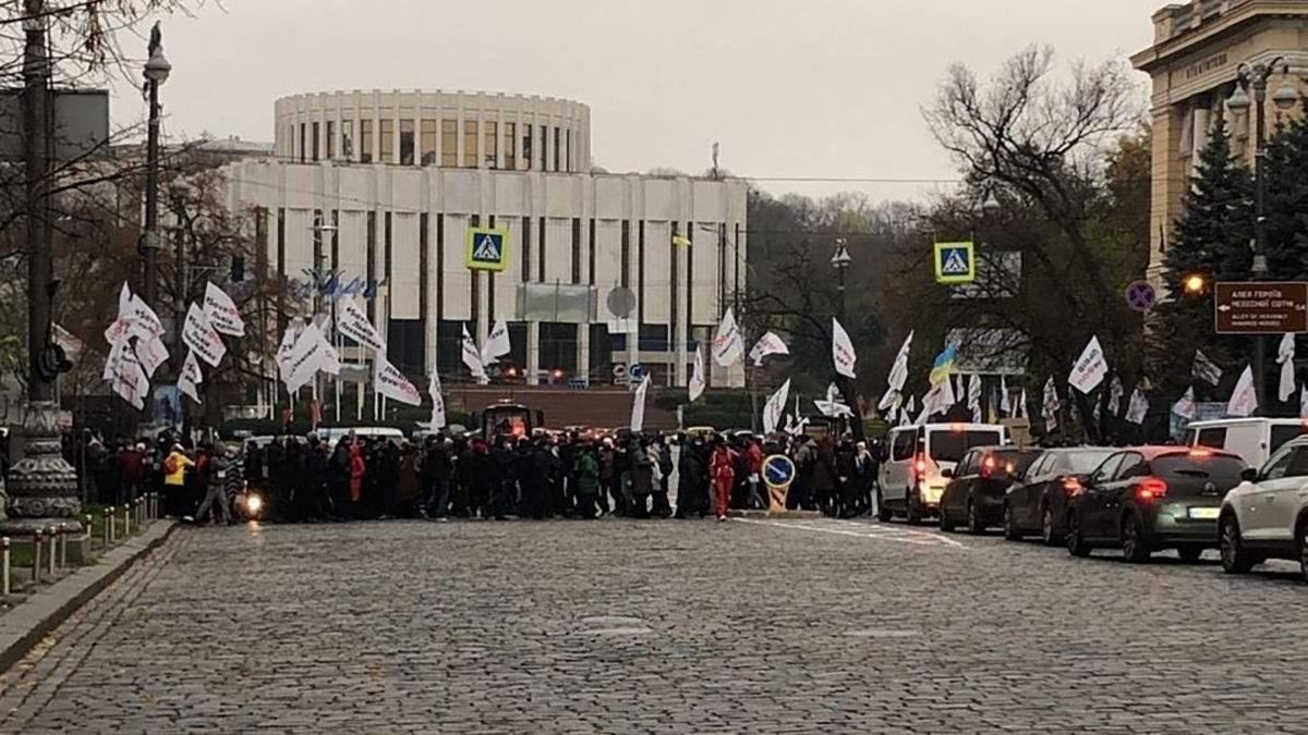 Під Радою протестують ФОПи: вже трапились перші сутички