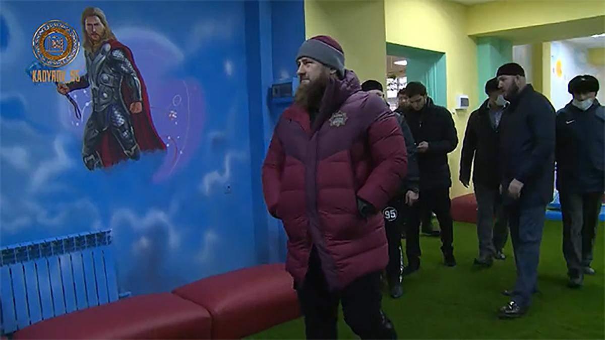 Кадыров приказал убрать изображения американских героев