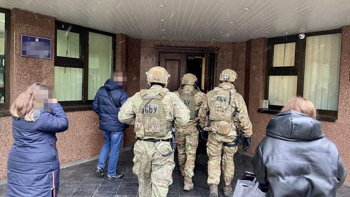 Одного з керівників ДФС на Харківщині затримали за постійні хабарі