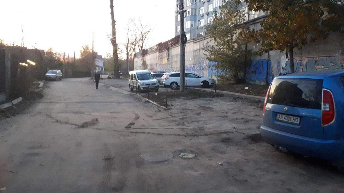 В трех районах Киева обустроят новые официальные парковки