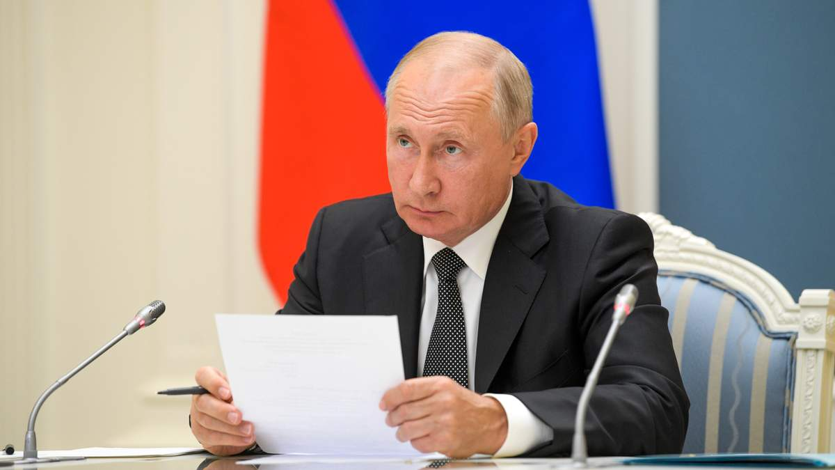 Продукти під забороною: Путін продовжив контрсанкції щодо Заходу