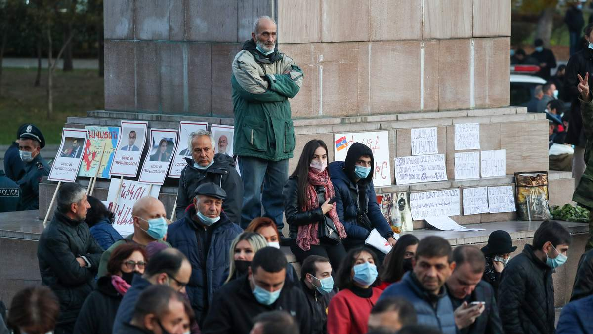 В Ереване люди собрались на очередной протест об отставке Пашиняна
