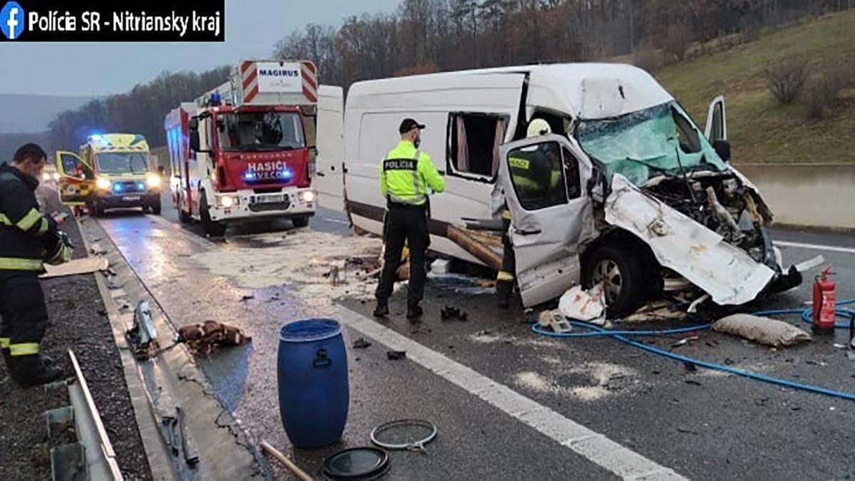 В Словакии автобус с украинскими врезался в цистерну: есть жертвы