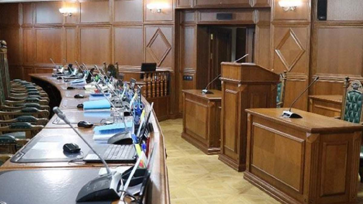 КСУ просять перевірити карантин вихідного дня на конституційність