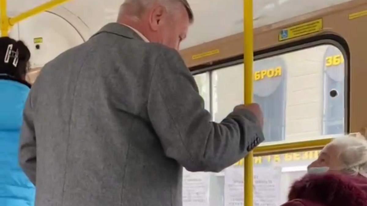 В Одессе мужчина набросился на женщину из-за за украинского языка