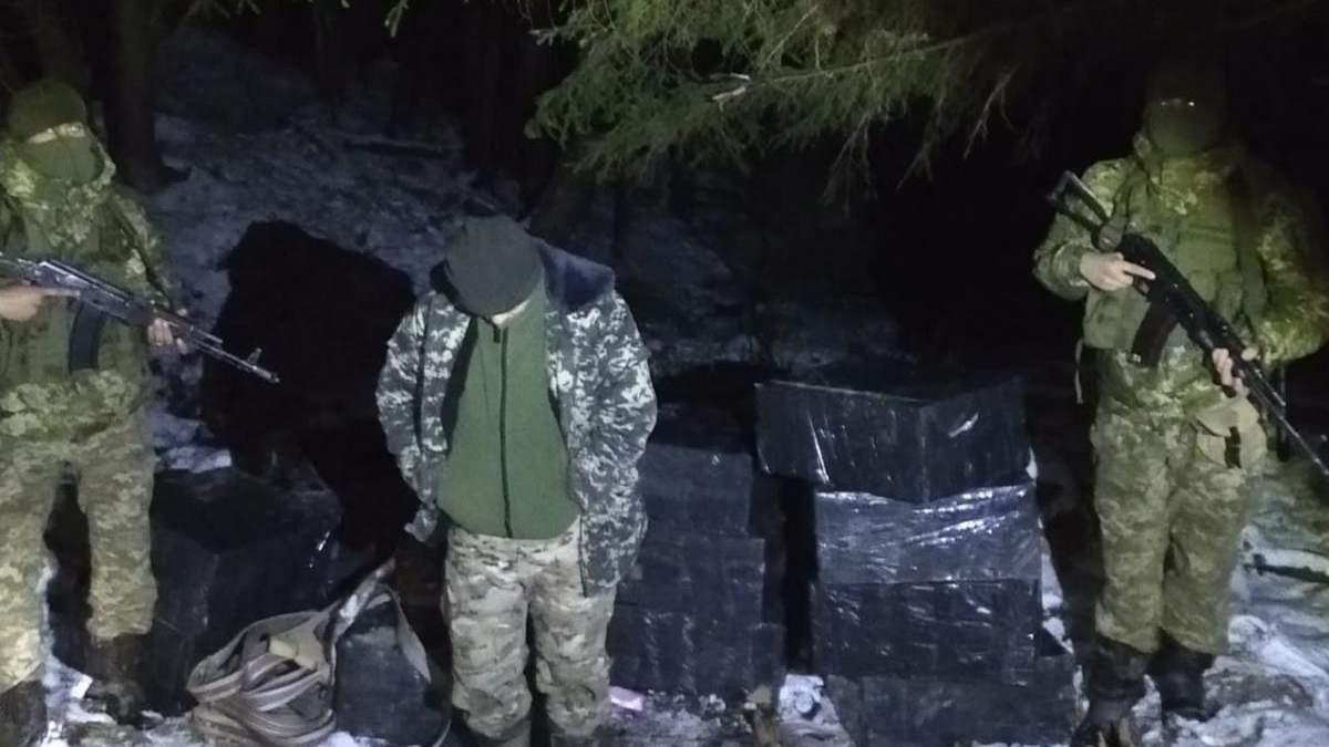 На кордоні з Румунією спіймали 17-річного контрабандиста – фото