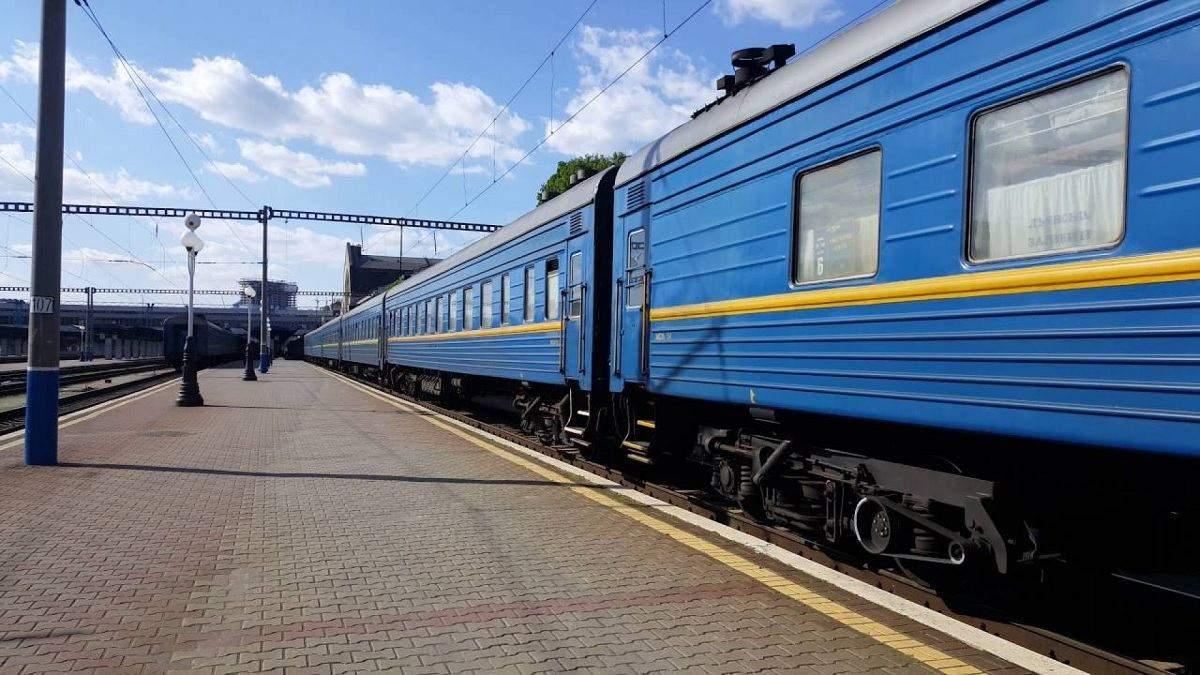 Укрзалізниця відновлює рух низки поїздів на свята: напрямки