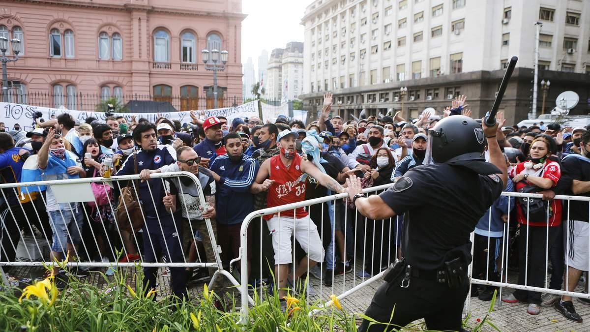 Прощание с Диего Марадоной: возникли столкновения - фото, видео