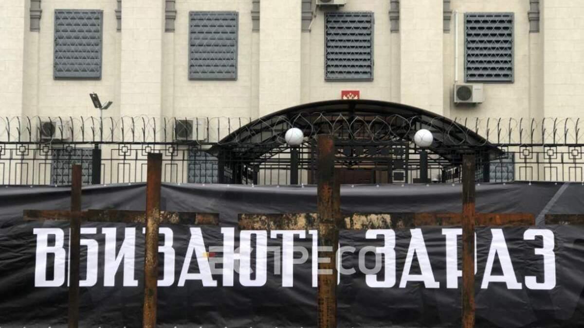 У посольства России активисты вышли на акцию за Голодомора фото