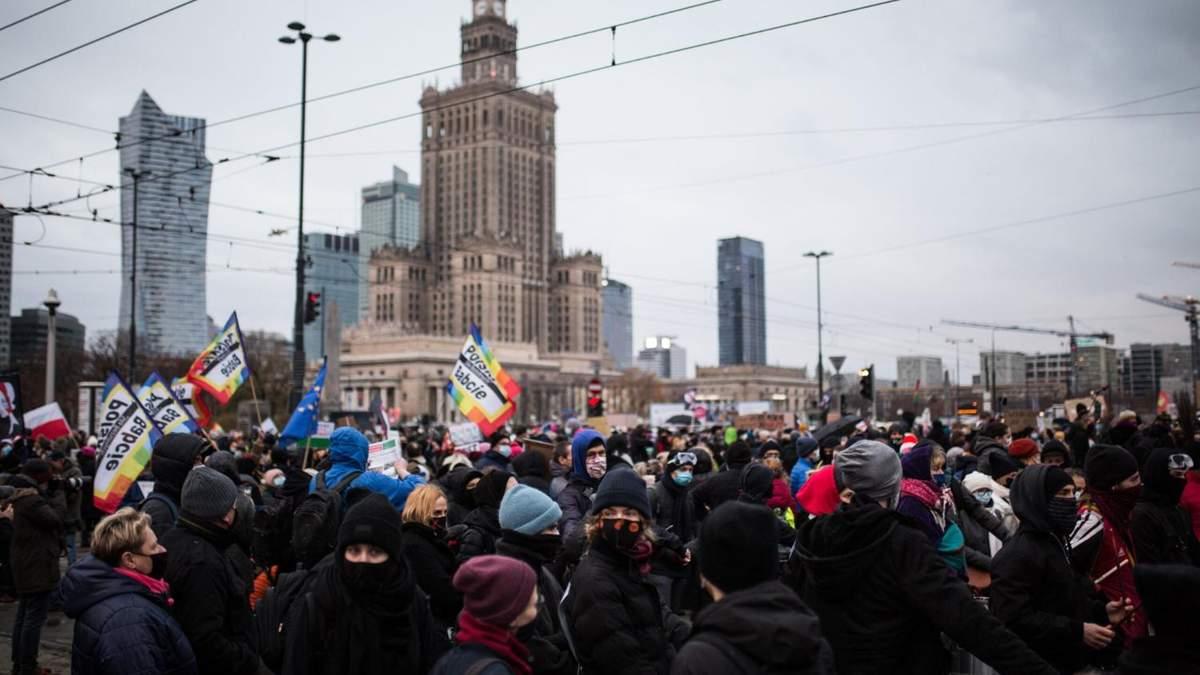 В Польше 28 ноября 2020 снова прошли протесты против усиления абортов: самая массовая акция состоялась в Варшаве – фото, видео