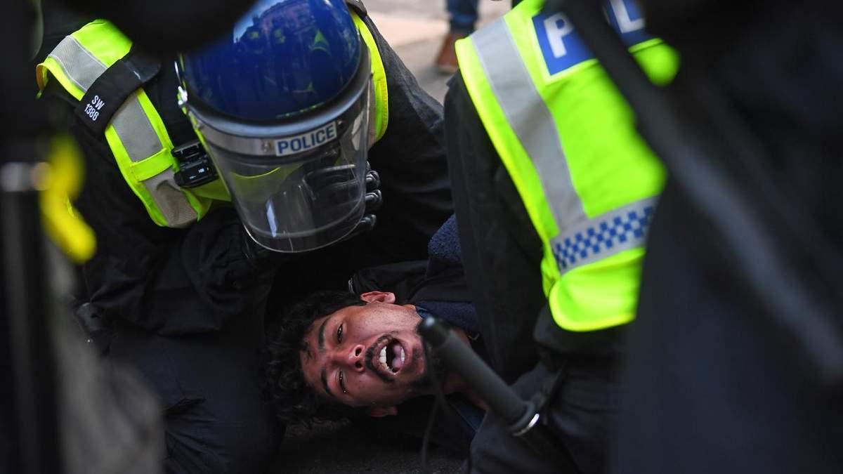 Поліція Лондона затримала понад155 учасників протесту проти локдауна