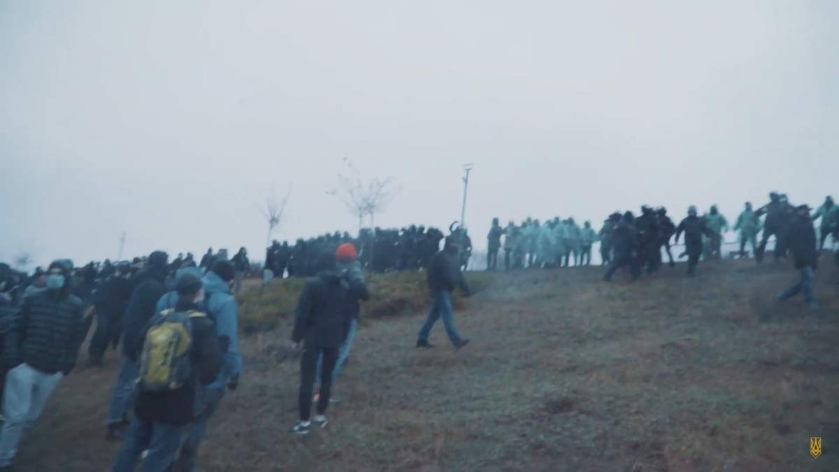 В Харькове 28 ноября 2020 между националистами и неизвестными произошли столкновения у Мемориала жертвам Голодомора: фото, видео