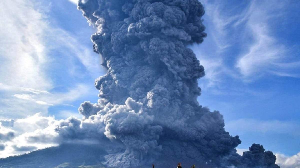 В Індонезії прокинувся вулкан Левотоло: вражаючі фото і відео
